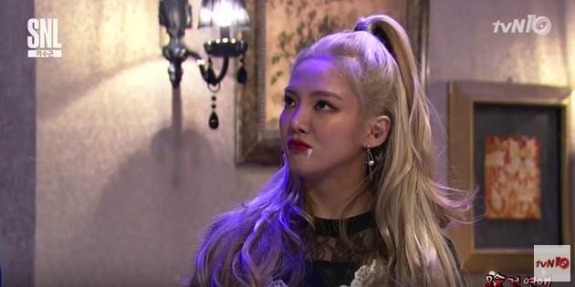 """Hyoyeon de Girls' Generation interpreta a una hermosa vampiro en """"SNL Korea"""""""
