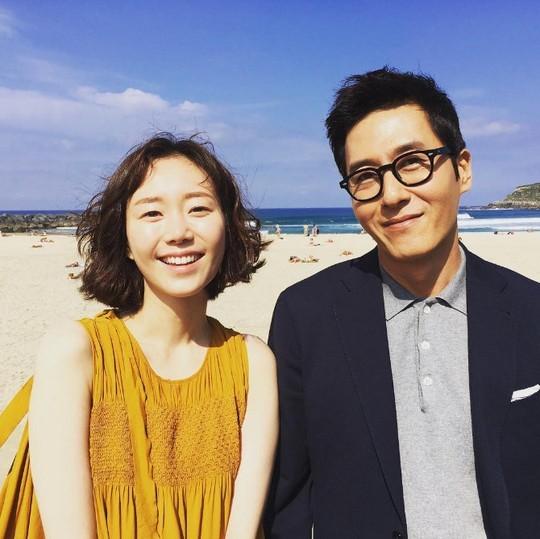 Kim Joo Hyuk y Lee Yoo Young confirman su relación a pesar de una diferencia de edad de 17 años