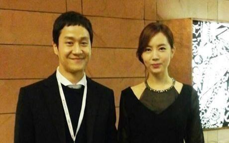 Los actores Jung Woo y Kim Yoo Mi le dan la bienvenida a su primer hijo