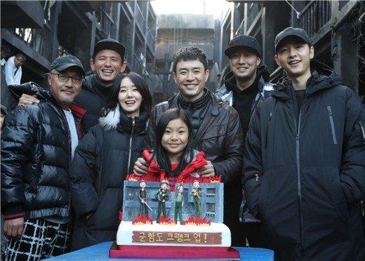 """El equipo de """"Battleship Island"""" es conmovido por el sincero gesto de aprecio de Song Joong Ki"""