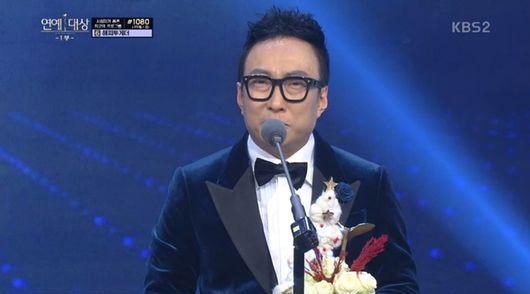 Park Myung Soo revela que él y su esposa están esperando su segundo hijo