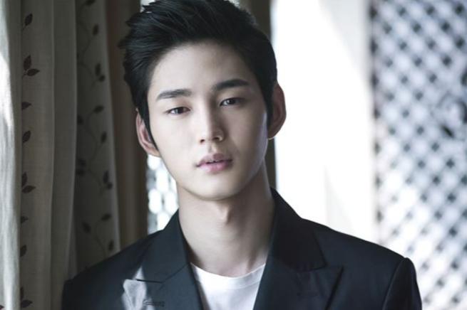 Lee Won Geun habla sobre su escena de cama con Kim Ha Neul para su próxima película