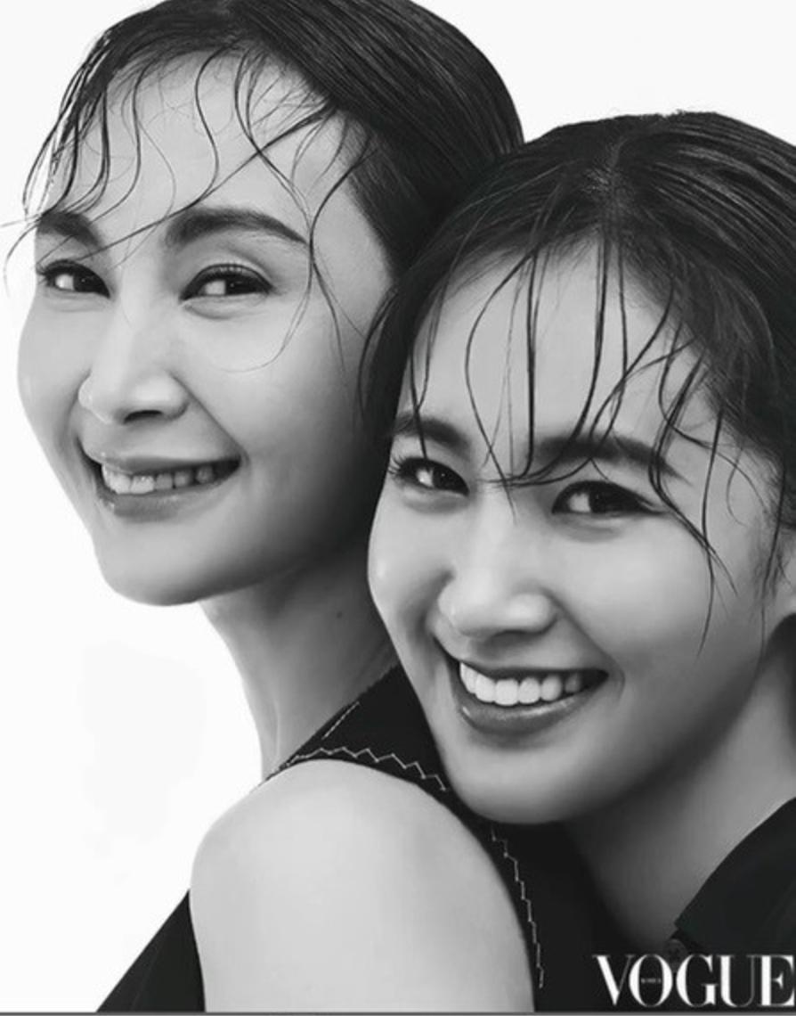 La actriz Chae Si Ra y Yuri de Girls' Generation lucen como madre e hija para Vogue Korea