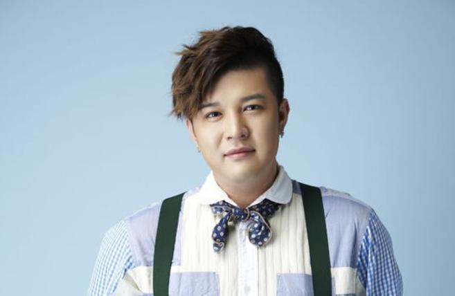 Shindong de Super Junior habla de sus habilidades de liderazgo y revela su tipo ideal entre los grupos femeninos