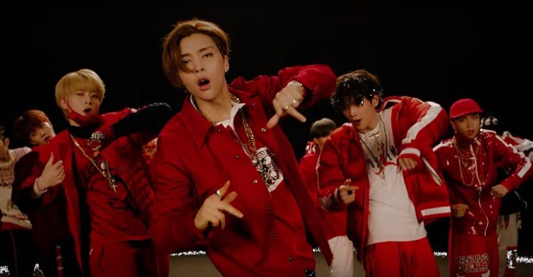 """NCT 127 regresa con MVs para """"Limitless"""", Johnny hace su muy esperado debut"""