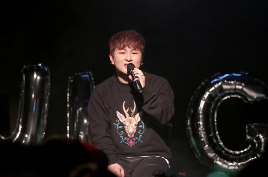 Huh Gak anuncia personalmente sus planes de comeback