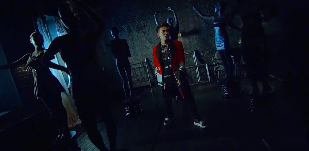 """Jun. K lanza el MV de """"No Shadow"""" y su álbum en solitario """"77-1X3-00"""""""