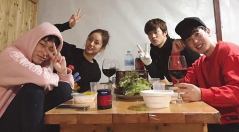 "L.Joe, Hyeri, Gong Myung y Lee Tae Sun se unen para una mini reunión de ""Entertainer"""