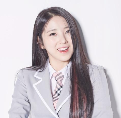 """La concursante de """"Produce 101"""" Lee Soohyun se prepara para debutar en un grupo femenino bajo una nueva agencia"""