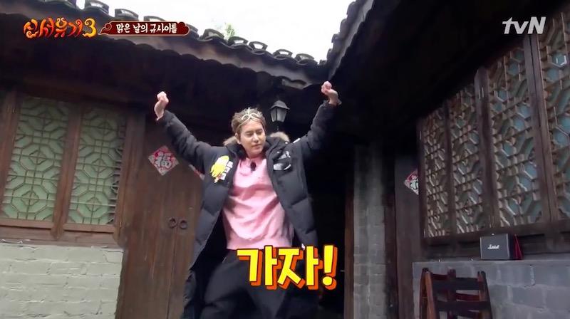 Kyuhyun inició su día de manera divertida al cantar temas de Song Mino, TWICE y Super Junior