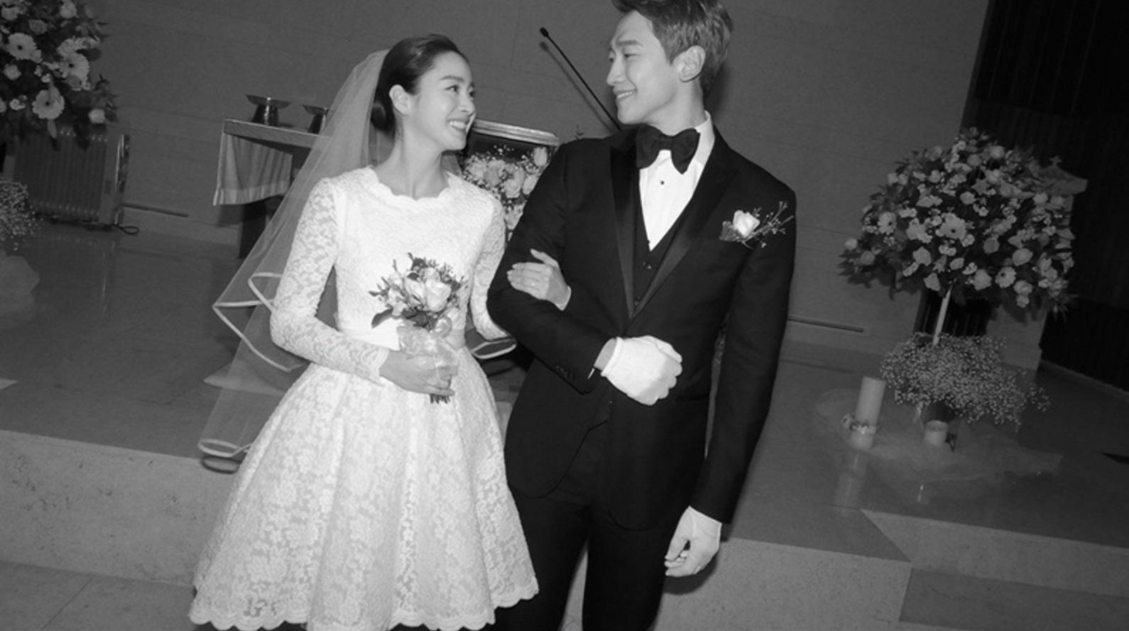 Se revela que Kim Tae Hee ayudó a su estilista a diseñar su vestido de novia