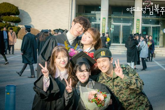 """El elenco y la producción de """"Weightlifting Fairy Kim Bok Joo"""" realizan un viaje amistoso juntos"""