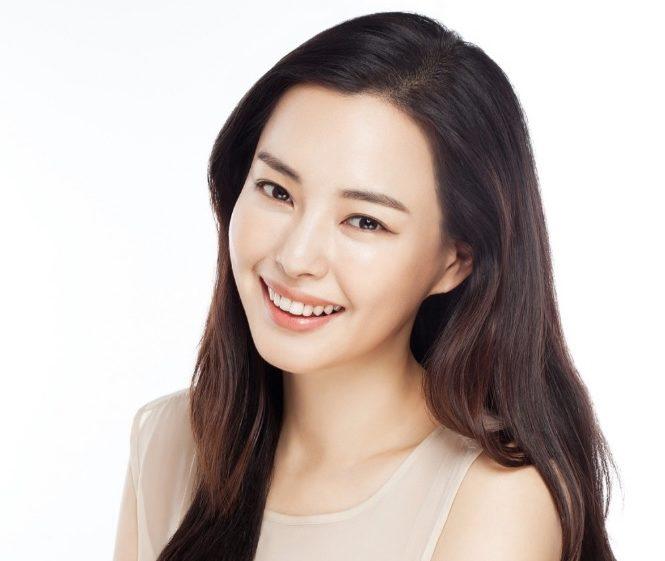 Honey Lee aclara que ella no atrapó el ramo de novia en la boda de Rain y Kim Tae Hee