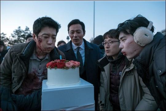 """La próxima película """"V.I.P"""" muestra imágenes de Jang Dong Gun, Kim Myung Min y Lee Joong Suk en el set de filmación"""