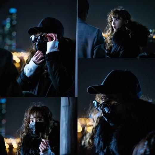 """Jung Hye Sung se trae algo entre manos en nuevas imágenes de """"Chief Kim"""""""