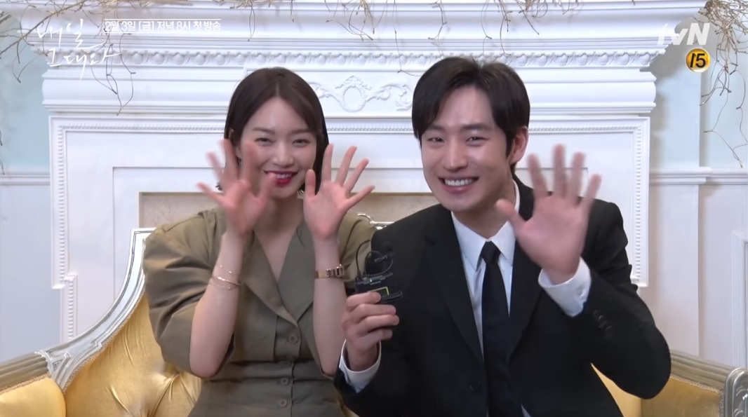 """Lee Je Hoon y Shin Min Ah son la pareja más linda en el detrás de las cámaras de """"Tomorrow, With You"""""""