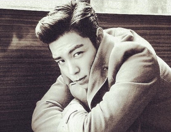T.O.P de BIGBANG se toma algo de tiempo la semana anterior a comenzar su servicio militar