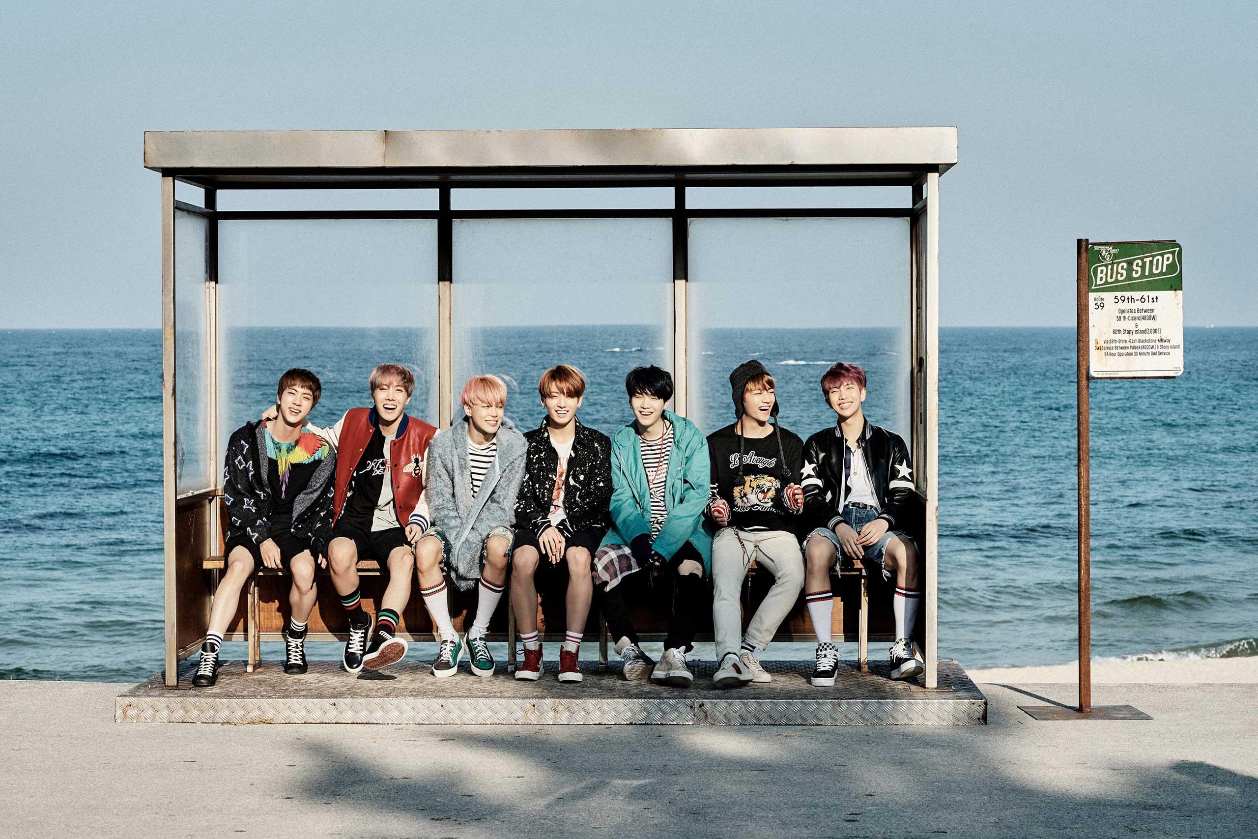 """BTS se divierte en el mar en nuevas imágenes reveladas para """"You Never Walk Alone"""""""