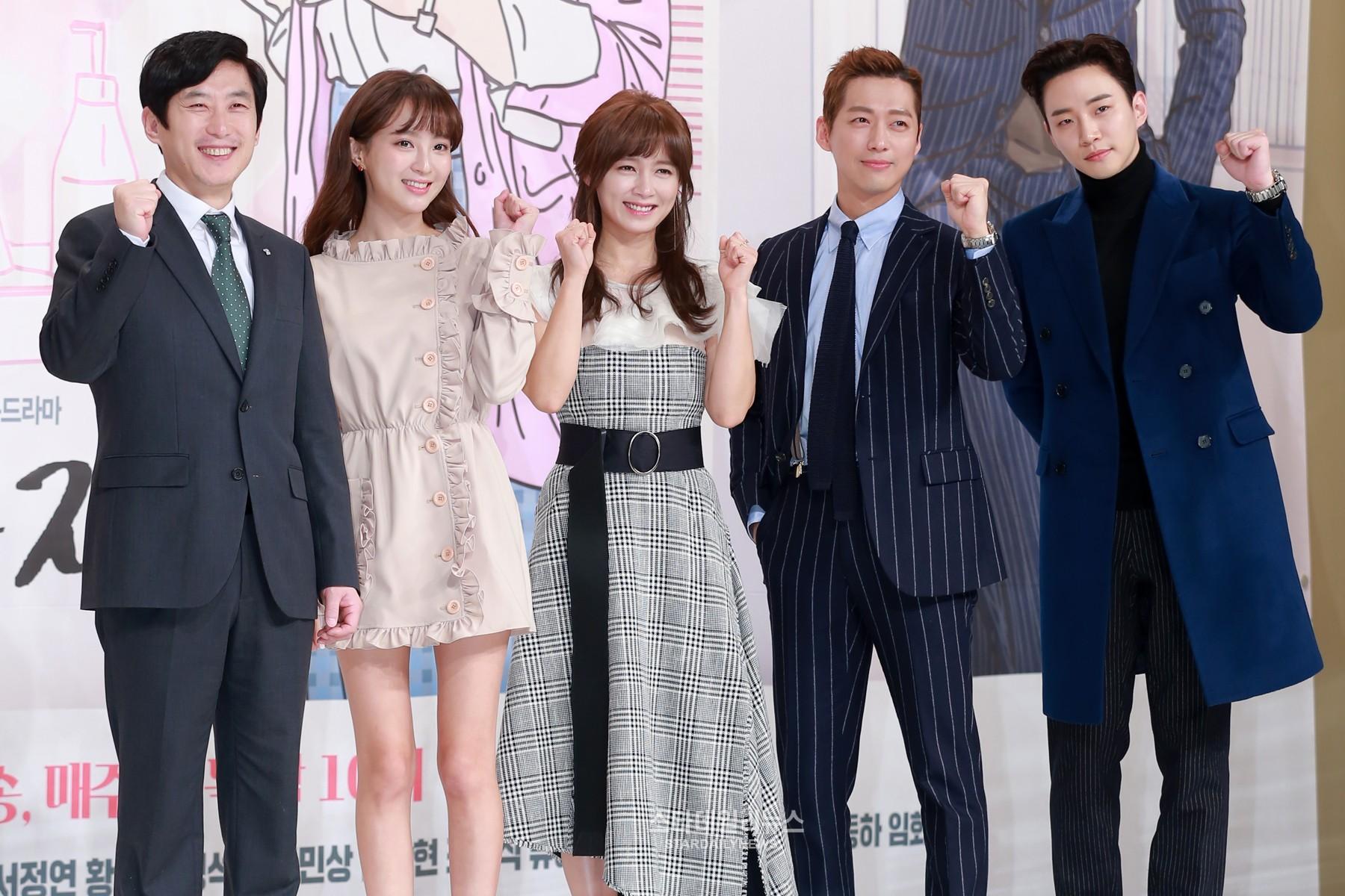 """Comedia de oficina """"Chief Kim"""" se gana los corazones de los espectadores de los dramas de miércoles y jueves"""