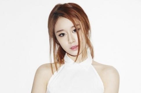 Jiyeon de T-ara segura a sus fans que está bien tras la ruptura con Lee Dong Gun