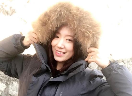 Park Shin Hye hace más cálido el set de su nueva película con regalos significativos
