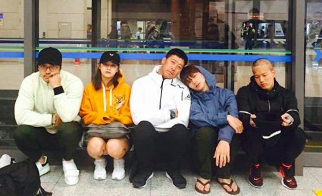 """Yook Sungjae, Peniel, Kim Sejeong y más lucen agotados a su regreso de filmar """"Law Of The Jungle"""""""