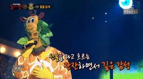 """Popular compositor y cantante gana confianza en """"King Of Masked Singer"""""""