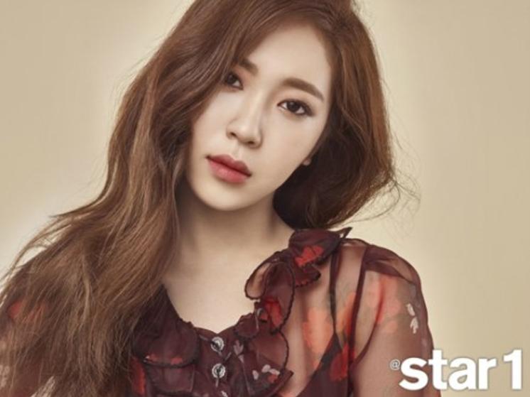 La cantante I habla sobre ser la hermana de Baro de B1A4 en la revista @star1