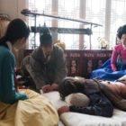"""Chae Soo Bin y Honey Lee son las salvadoras de Yoon Kyun Sang en """"Rebel: Thief Who Stole the People"""""""