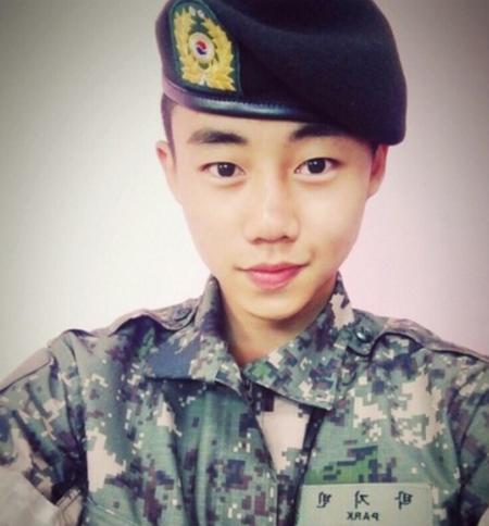 El actor Park Ji Bin concluye su servicio militar