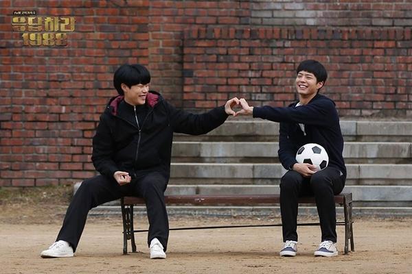 Ryu Jun Yeol dice que extraña pasar el tiempo con Park Bo Gum