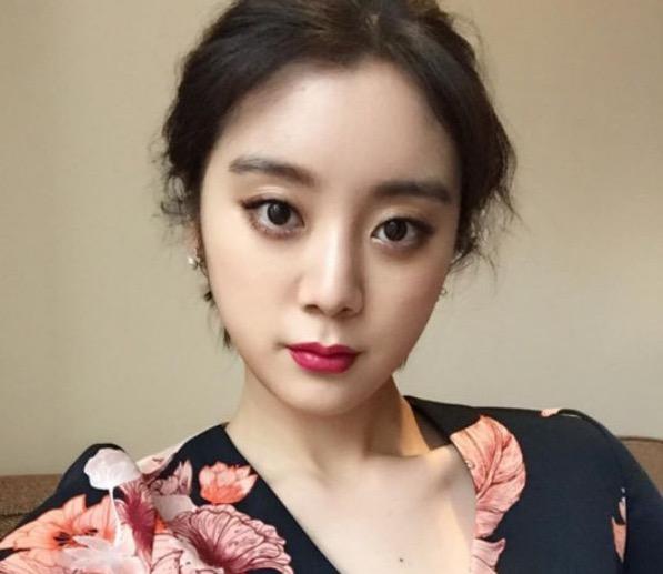 Hyelim de Wonder Girls comparte su foto de identificación como estudiante mientras se prepara para ingresar a la universidad