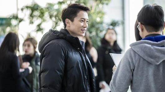 """Ji Sung y otros actores de """"Defendant"""" ríen en blooper"""