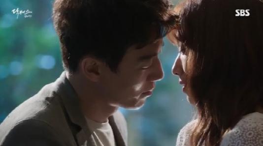 """Kim Rae Won habla de cómo se sintió tras ver su propia escena de beso en """"Doctors"""""""