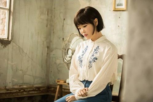 Akdong Musician publica bello teaser para su colaboración con la cantante veterana Yang Hee Eun