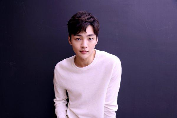 """El actor Kim Min Jae se embarca en un romance universitario en """"My Ear's Candy"""""""