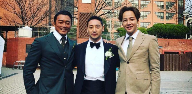 Choo Sung Hoon se junta con Jang Geun Suk en el matrimonio de su manager de hace 12 años