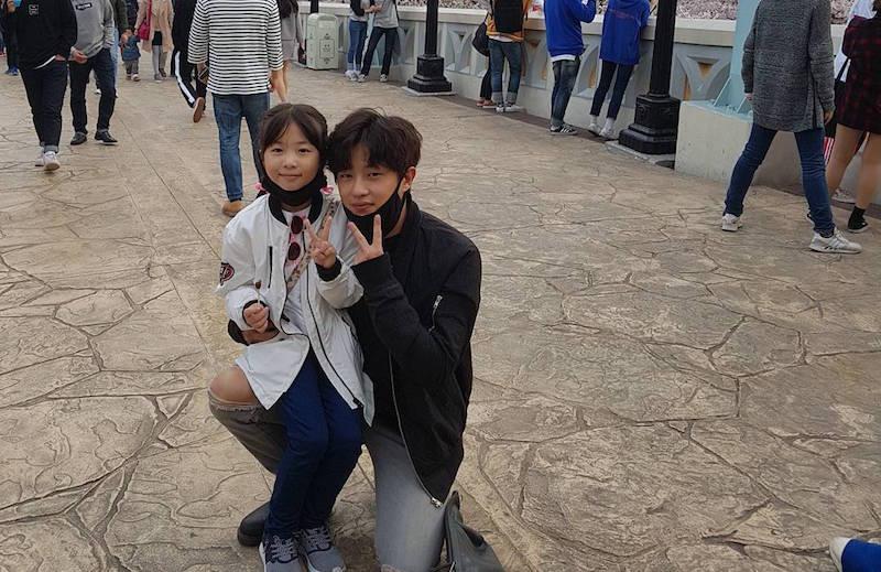 Kim Min Suk de paseo con una señorita muy especial en su vida