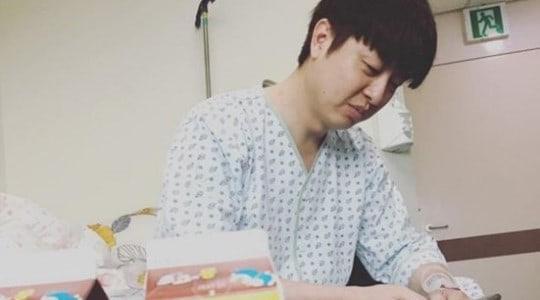 El comediante Yoo Sang Moo actualiza sobre su tratamiento para el cáncer