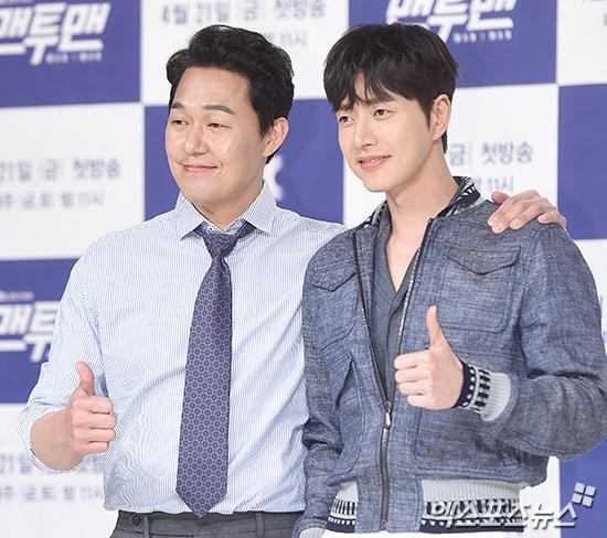 """El actor Park Sung Woong bromea sobre tener demasiadas lineas por primera vez en su carrera en """"Man To Man"""""""
