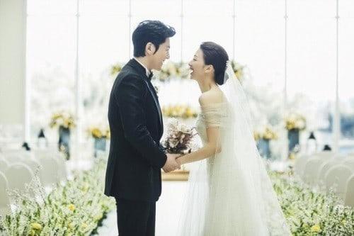 Ryu Soo Young expresa felicidad por el embarazo de su esposa Park Ha Sun