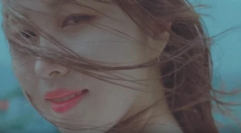 "Kwon Jin Ah publica ensoñador teaser del MV para ""Fly Away"""