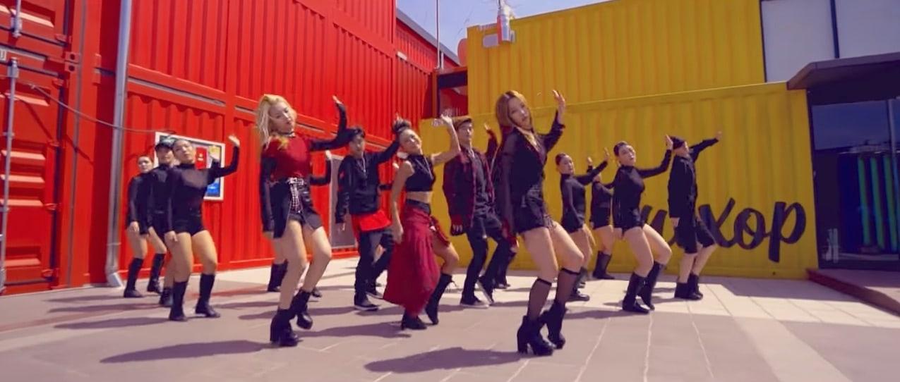 """K.A.R.D baila energéticamente en la versión oculta de """"RUMOR"""""""