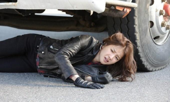 Lee Si Young es temeraria en imágenes de acción reveladas de su nuevo drama