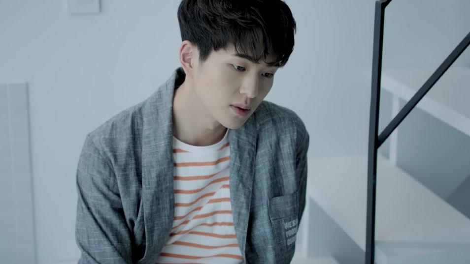 """Onew de SHINee y Rocoberry derriten corazones con su tranquilo MV para """"Lullaby"""""""