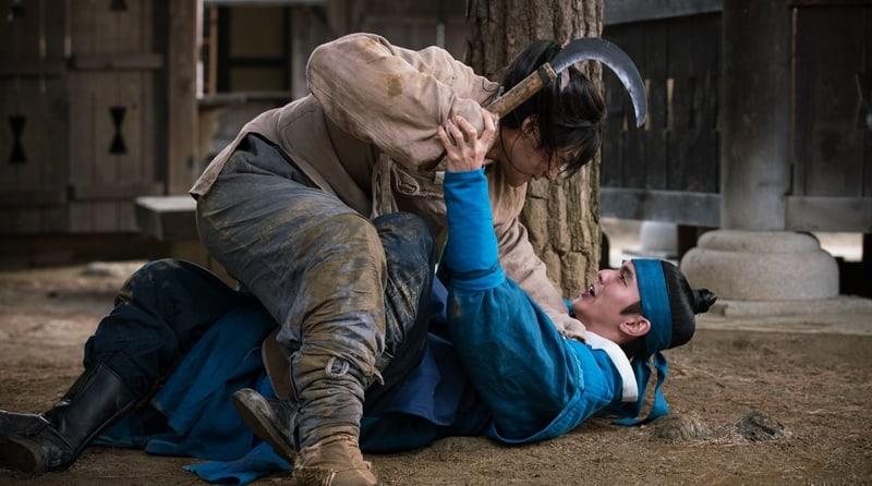 "L de INFINITE y Yoo Seung Ho pelean intensamente en imágenes reveladas de ""Ruler: Master Of The Mask"""