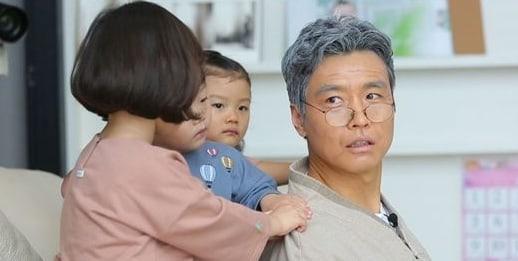 Daebak y sus hermanas terminan llorando luego de ver a su padre como un anciano