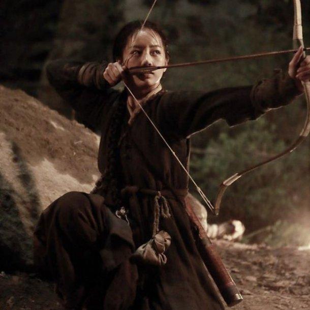 Hyeri de Girl's Day se embarca en una nueva aventura en las imágenes de su próxima película histórica