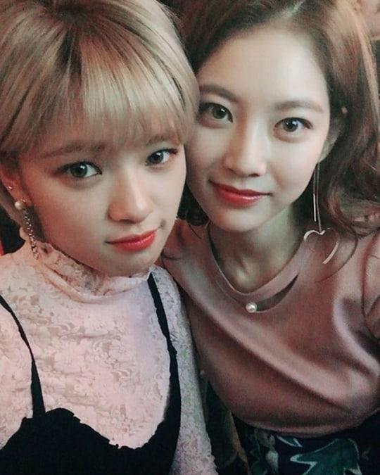 Gong Seung Yeon muestra amor por su hermana al promover la nueva canción de TWICE