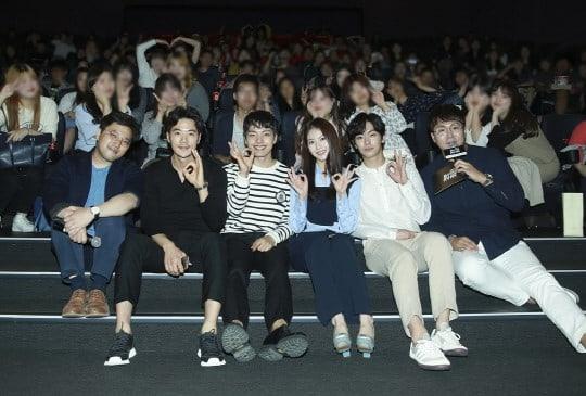 """El elenco principal de """"Circle"""" de tvN pasa tiempo de calidad con sus fans en la proyección del primer episodio especial del drama"""